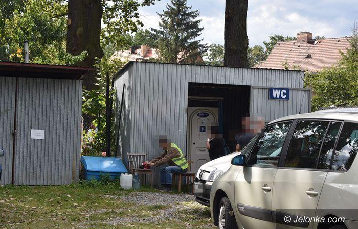 Jelenia Góra: Toaletowy problem na cieplickiej giełdzie