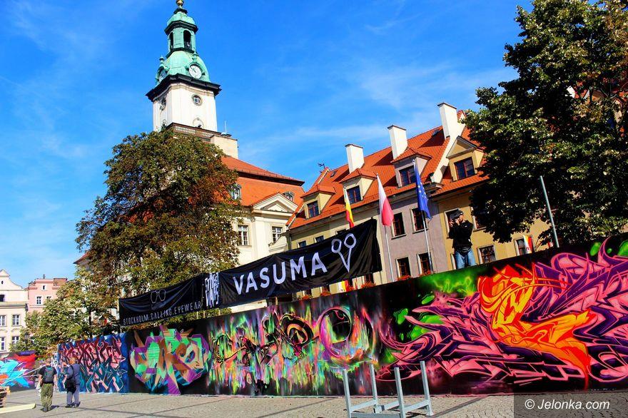 Jelenia Góra: Sztuka uliczna pod Ratuszem