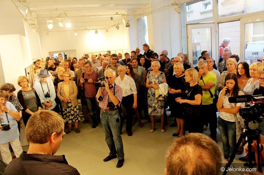 Jelenia Góra: Wystawa w BWA pamięci Ewy i Wojtka