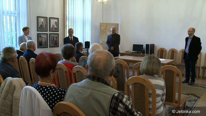 Jelenia Góra: Wystawa o Lwówku w Archiwum Państwowym
