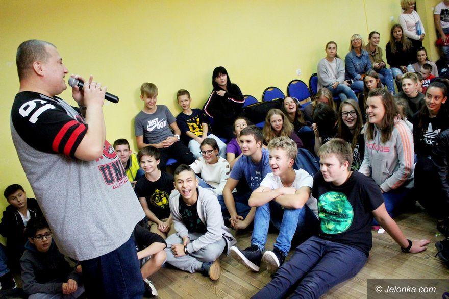 Jelenia Góra: Rymcerze w szkołach w słusznej sprawie