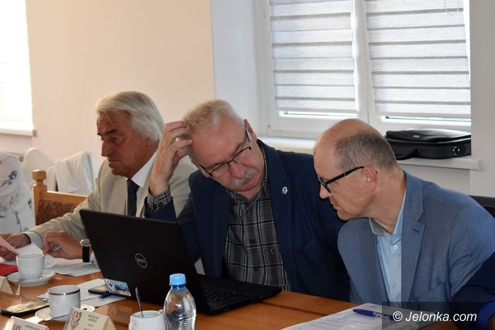 Powiat: W radzie powiatu przedwyborcze ostatki