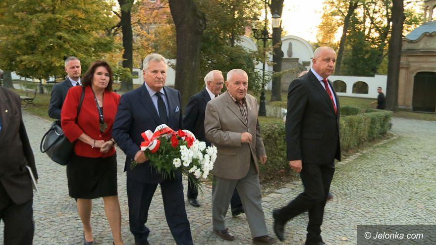 Jelenia Góra: Aleksander Kwaśniewski uczcił pamięć tragedii smoleńskiej