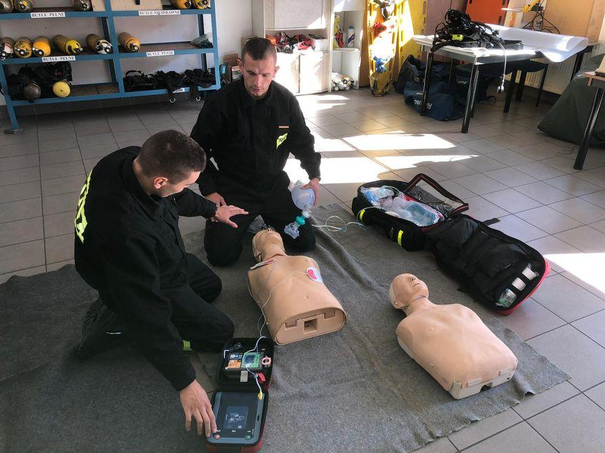 Jelenia Góra: Uczą ratowania życia z AED