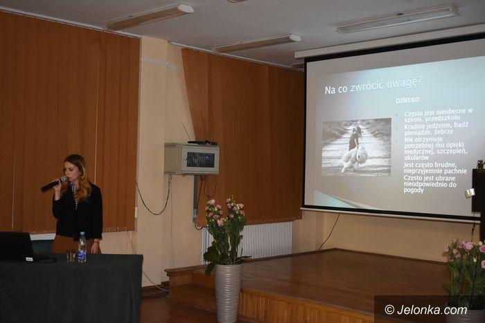 Jelenia Góra: Jak zapobiegać krzywdzeniu dzieci?