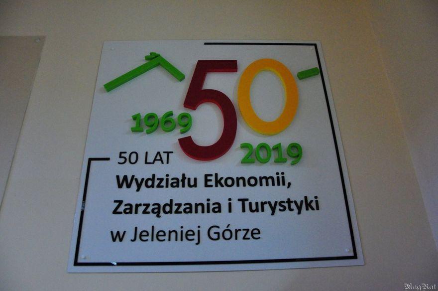 Jelenia Góra: Wystawy na 50. Jubileusz Wydziału Ekonomii, Zarządzania i Turystyki w Jeleniej Górze