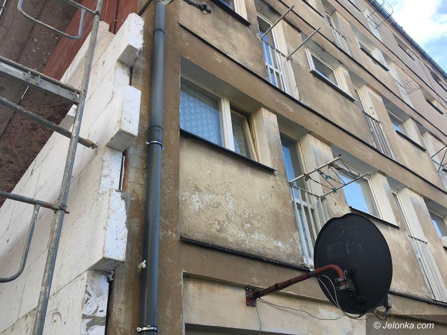 Jelenia Góra: Kolejny budynek socjalny w remoncie