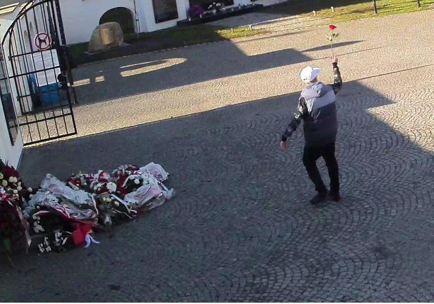 Jelenia Góra: Ukradł różę z wieńca