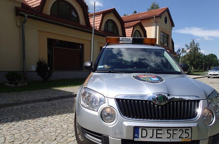 Karpacz: Strażnicy miejscy pomogą odpalić auto