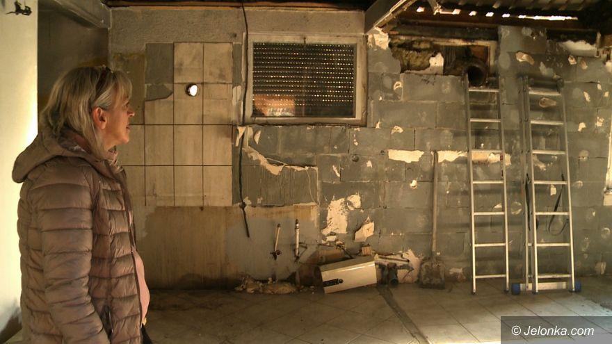 Dziwiszów: Pożar domu zabrał im wszystko. Potrzebują pomocy