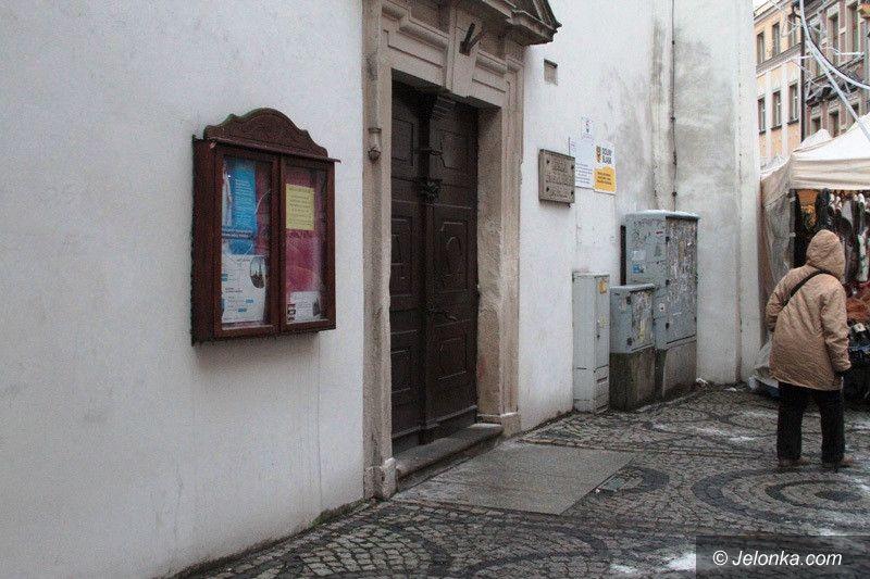 Jelenia Góra: Zniszczyła ściany kościoła