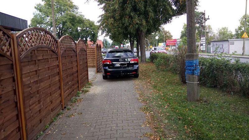 Jelenia Góra: Tak blokują chodniki!