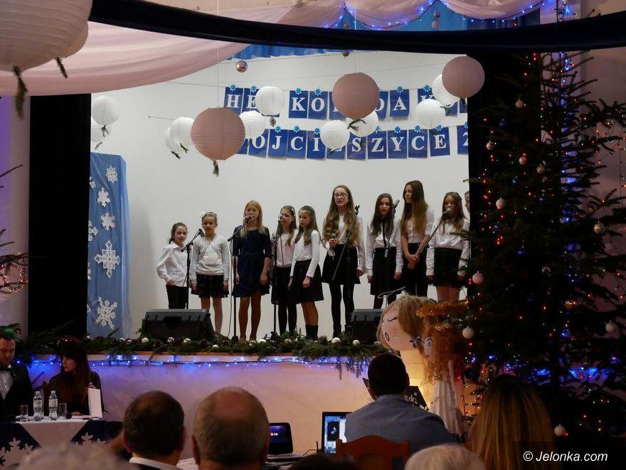 Wojcieszyce: Kolędy i pastorałki śpiewało ponad 300 dzieci!