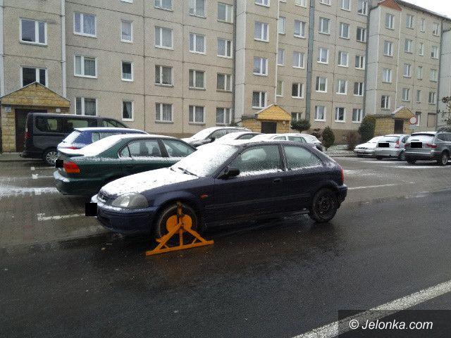 Jelenia Góra: Czytelnik: To auto zagraża kierowcom