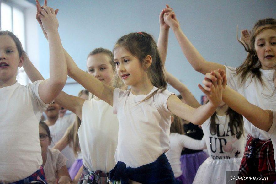Jelenia Góra: Uczniowie SP nr 15 dla swoich babć i dziadków