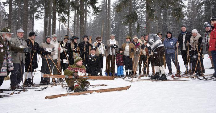 Szklarska Poręba: Zawody na nartach retro pod Szrenicą