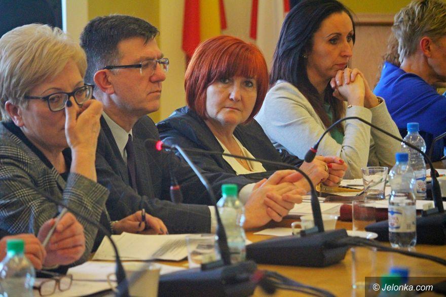 Jelenia Góra: Radni wezmą kasę za nieobecności