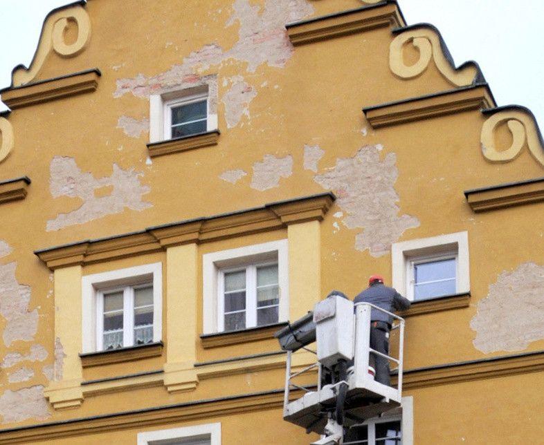 Jelenia Góra: Trwa już przegląd elewacji budynków