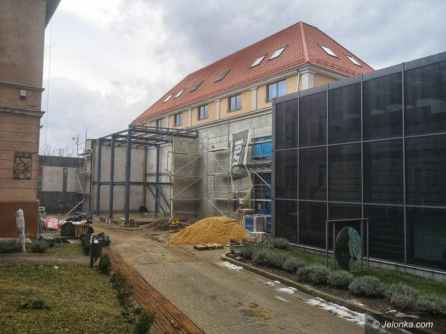Jelenia Góra: Przy muzeum... powstaje huta szkła