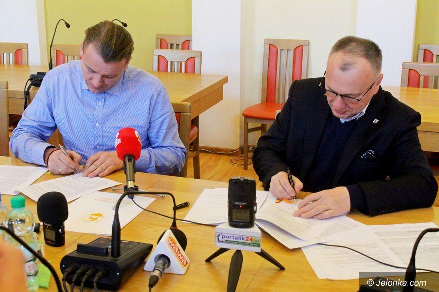 Jelenia Góra: Boisko w Jagniątkowie – umowa podpisana