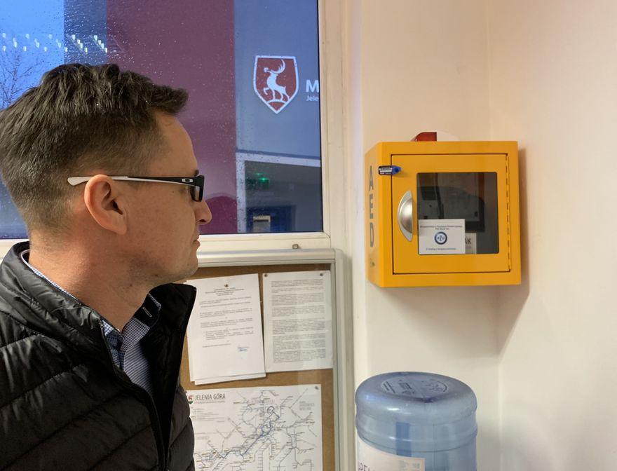 Jelenia Góra: Defibrylator w MZK