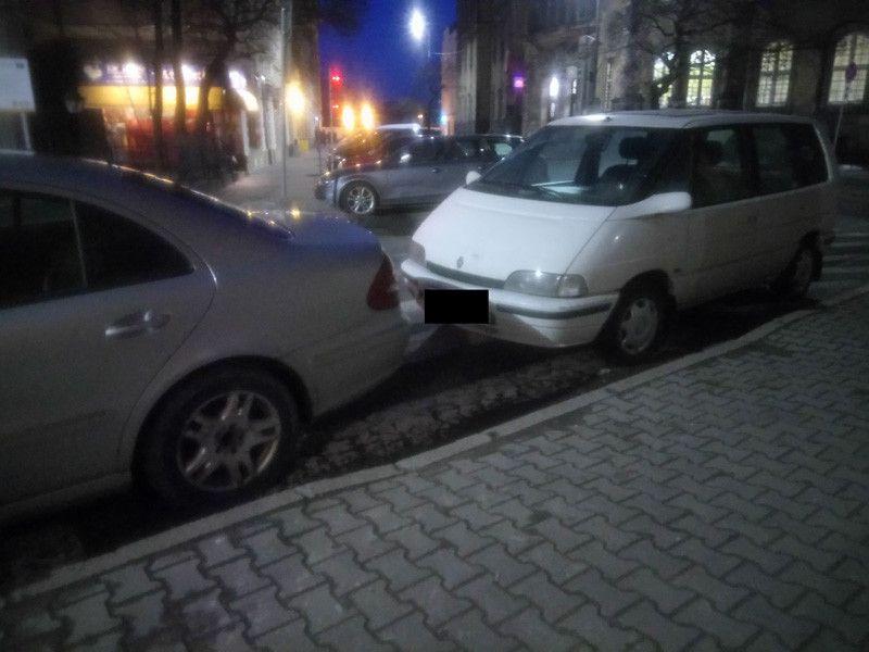 Jelenia Góra: Zablokowali pasy!