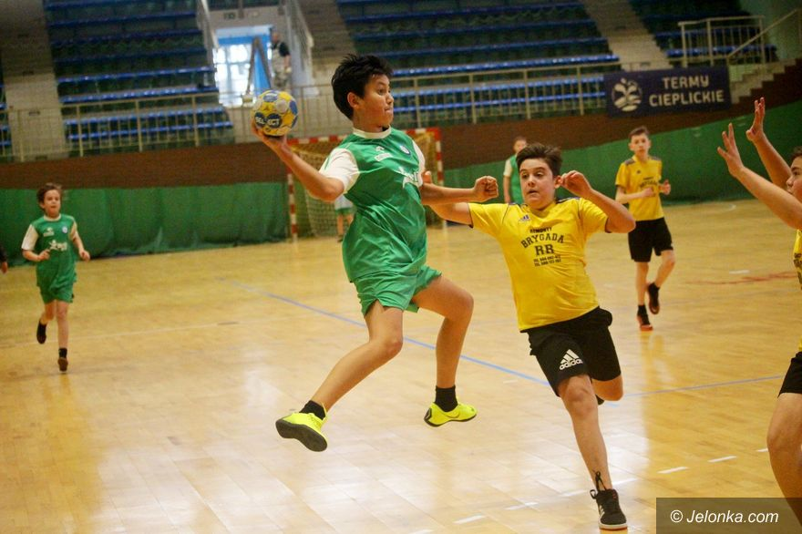 Jelenia Góra: Rywalizacja chłopców w piłkę ręczną