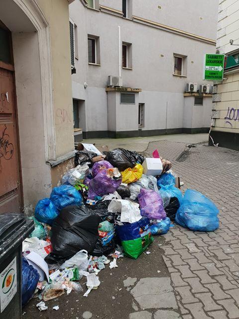 Jelenia Góra: Ktoś podrzuca śmieci