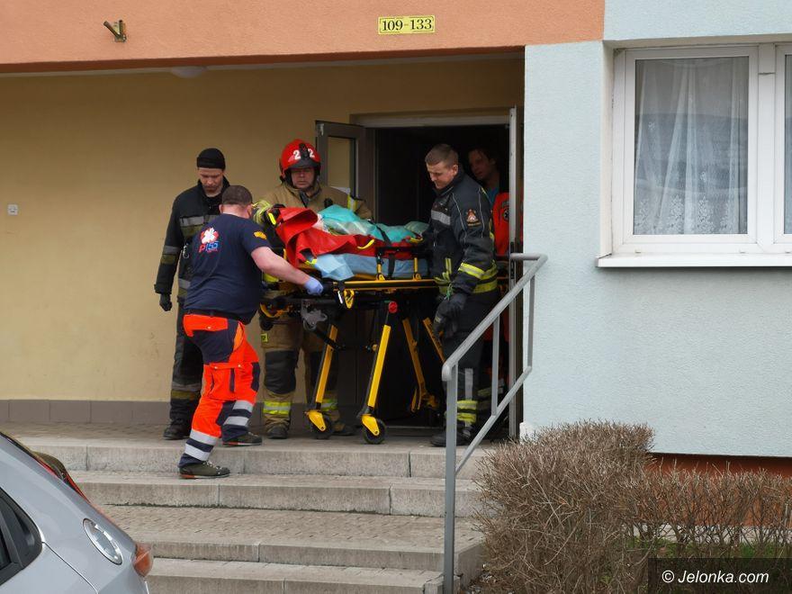 Jelenia Góra: Strażacy pomagali pogotowiu