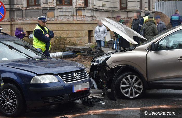 Jelenia Góra: Zderzenie dwóch aut na Alei Wojska Polskiego