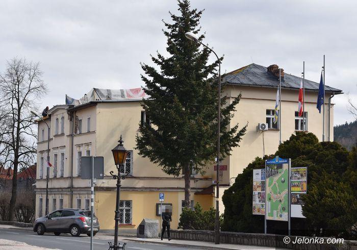 Piechowice: Dach magistratu do remontu