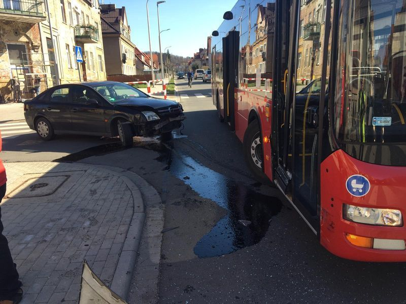Jelenia Góra: Kierowcy noga z gazu – apelują policjanci