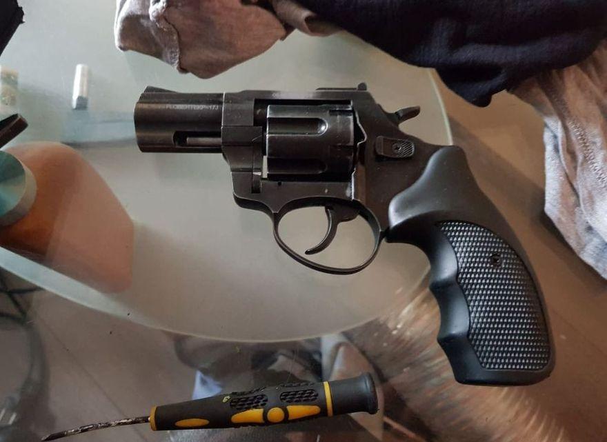 Jelenia Góra: Zatrzymany za broń i narkotyki