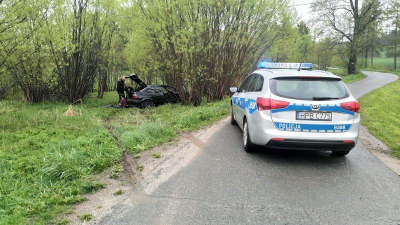 Region: Chciał uciec policji, auto wypadło z drogi