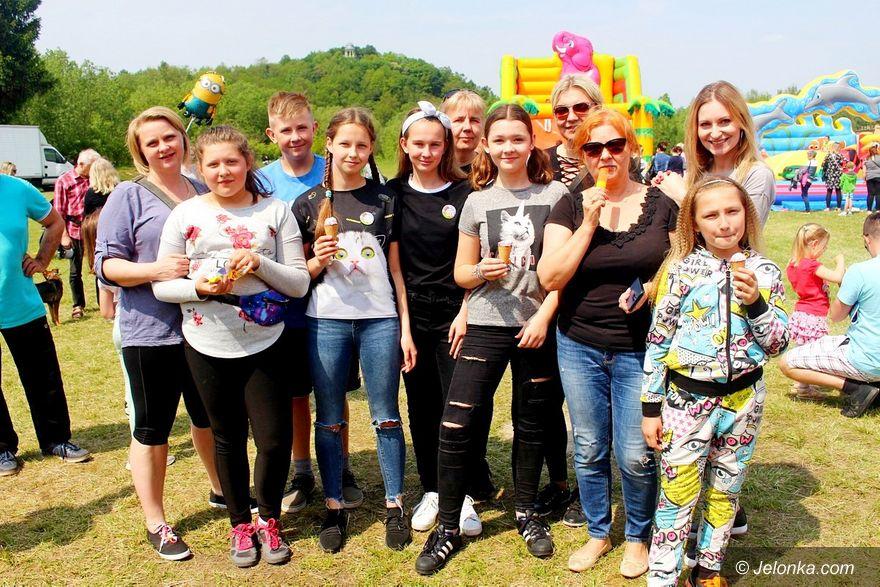Jelenia Góra: Na pikniku promowali adopcje zwierząt