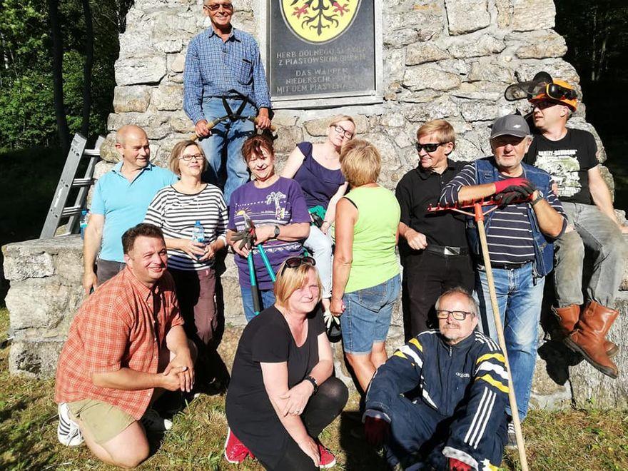 Kowary: Porządki przy pomniku