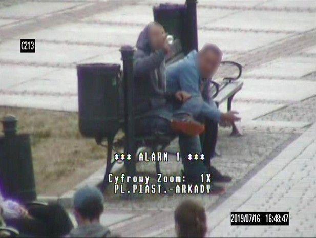 Jelenia Góra: Popił i chciał okraść ulicznego grajka