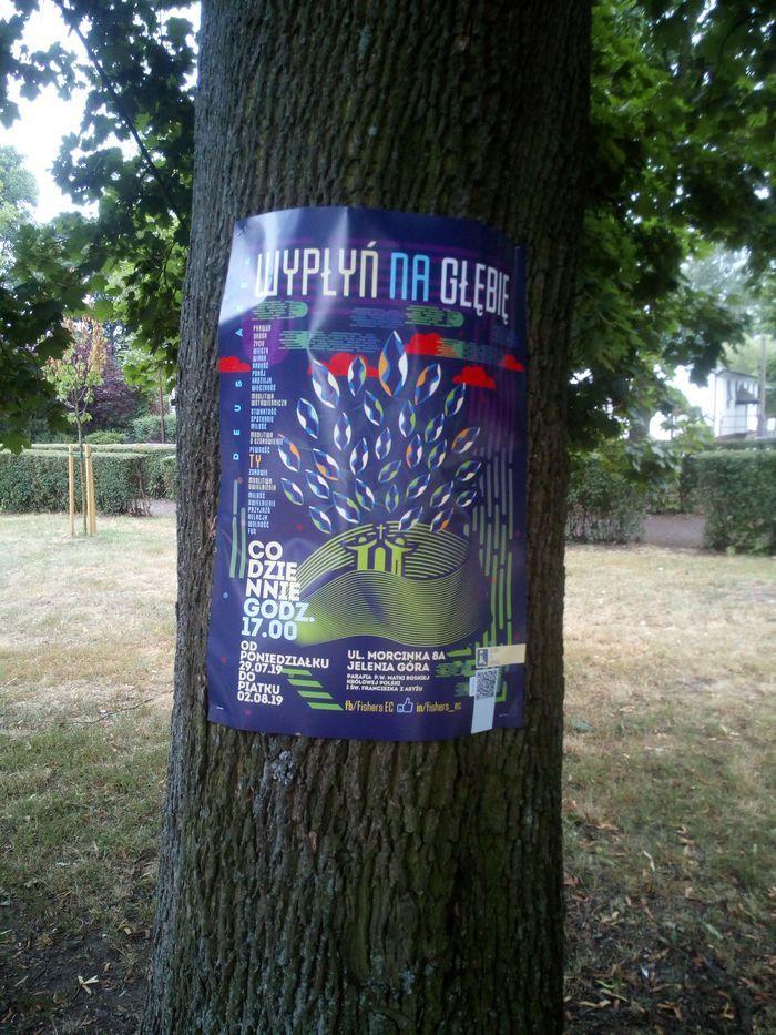 Jelenia Góra: Czytelnik: drzewa to nie słupy ogłoszeniowe