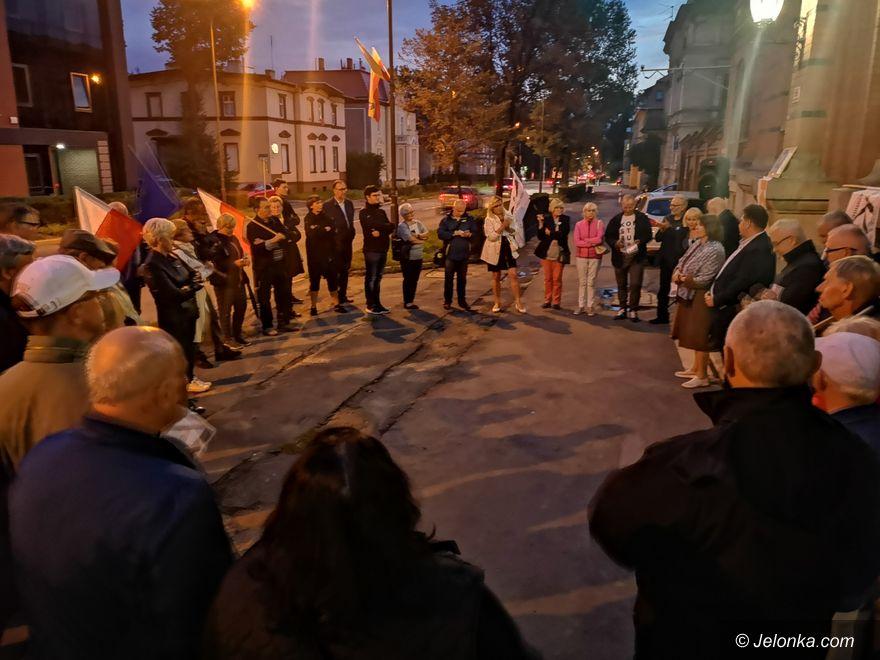 Jelenia Góra: Protest pod sądem