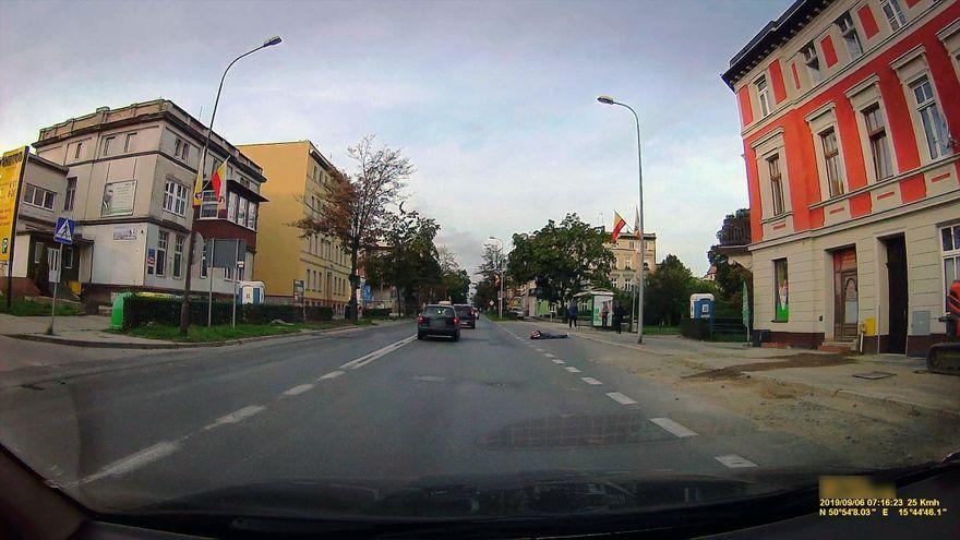 Jelenia Góra: Znieczulica kierowców... na szczęście był tam strażnik miejski