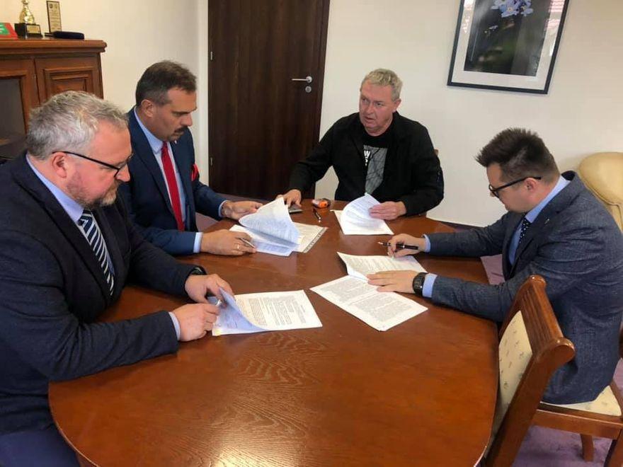 Powiat: Umowa na remont drogi powiatowej