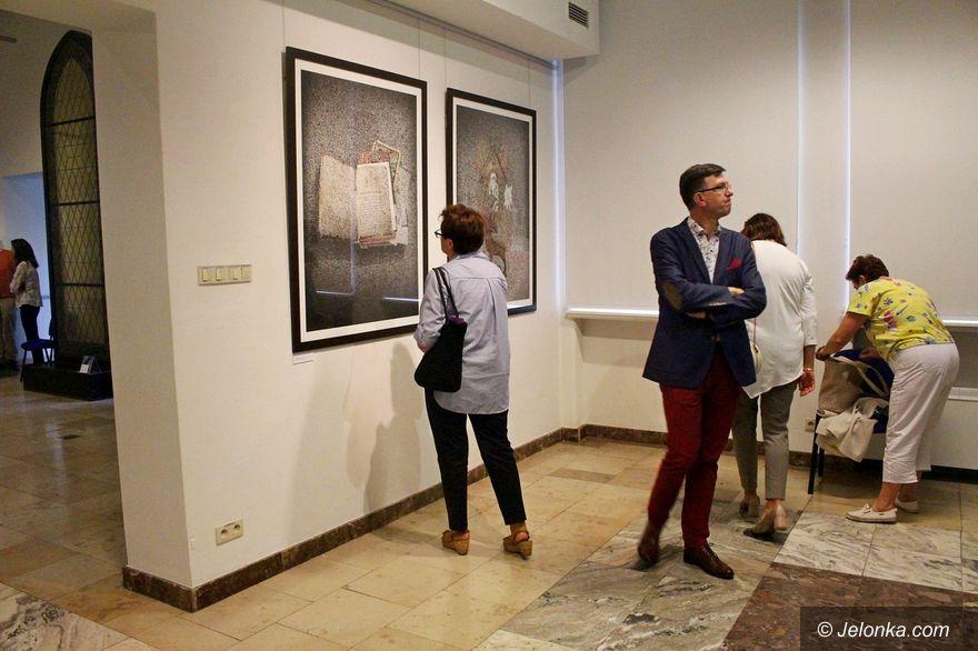 """Jelenia Góra: Grafika """"Fragmenty"""" w Muzeum Karkonoskim"""