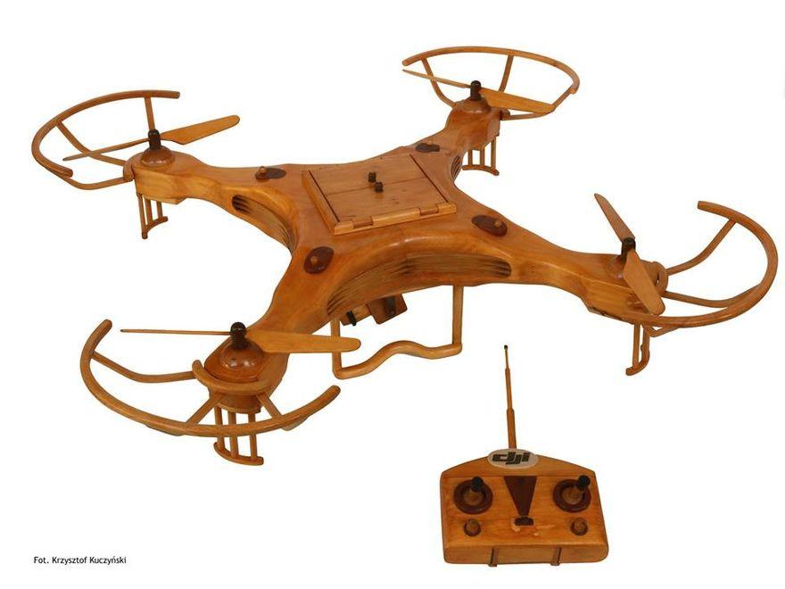 Poznań: Wyczarowali drona z drewna