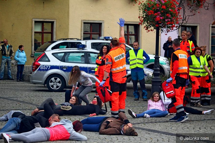 Jelenia Góra: Manewry: pościg, strzały, 30 rannych
