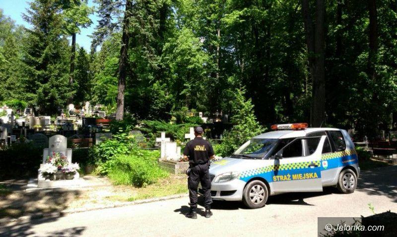 Jelenia Góra: Patrole na cmentarzach