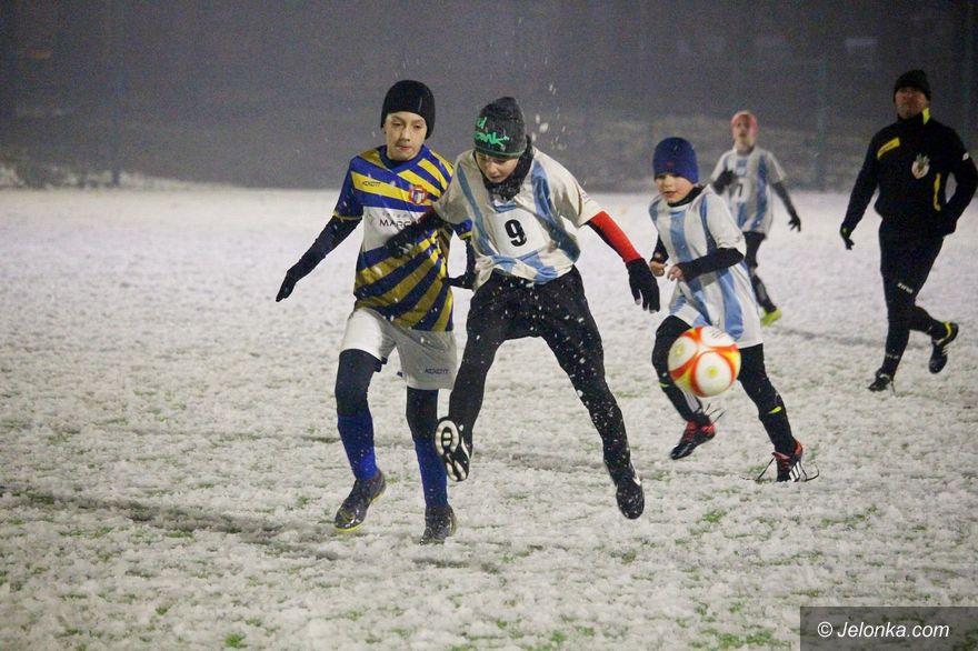 Jelenia Góra: Po błocie na śnieżne boisko