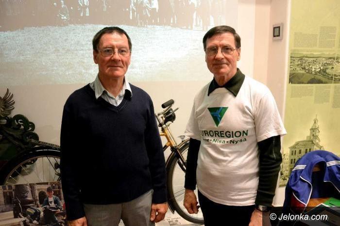 Jelenia Góra: Pożegnalna wystawa braci Osipików