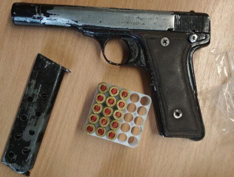 Jelenia Góra: Zatrzymany miał narkotyki i broń z amunicją