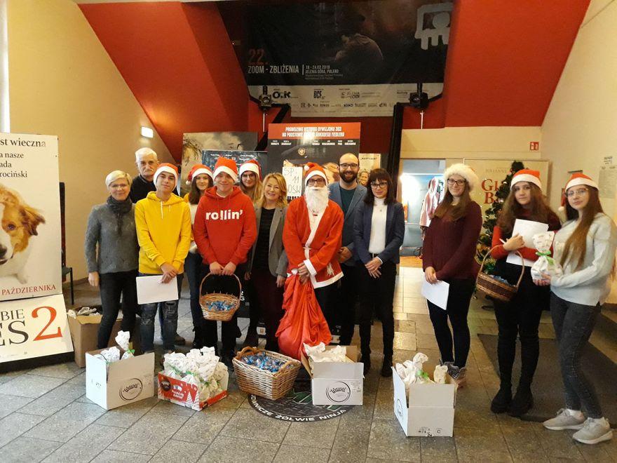 Jelenia Góra: TPD ze św. Mikołajem w kinie LOT