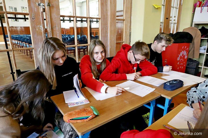 Jelenia Góra: Uczniowie piszą listy...